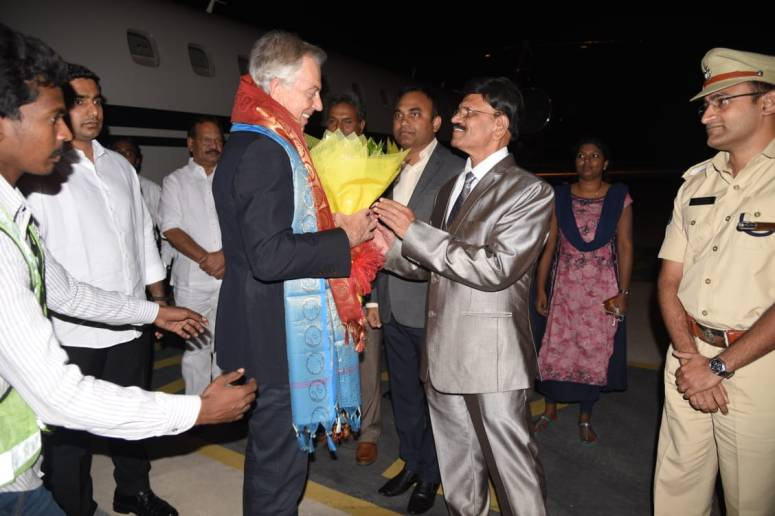 britain past president welcomed at vga airport photo